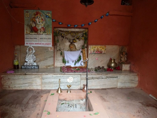 Padampuri ashram Sombari Baba statue